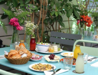 Breakfast at Jonesy Gardener Tel Aviv