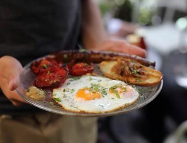 Breakfast at Jonesy Gardener Tel Aviv