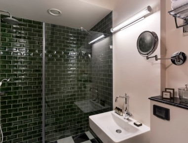 Villa Brown Bathroom