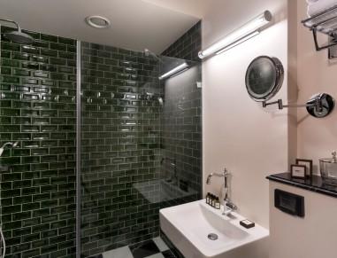 Villa Brown Bathroom