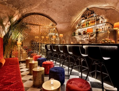 Villa Brown Cave Bar
